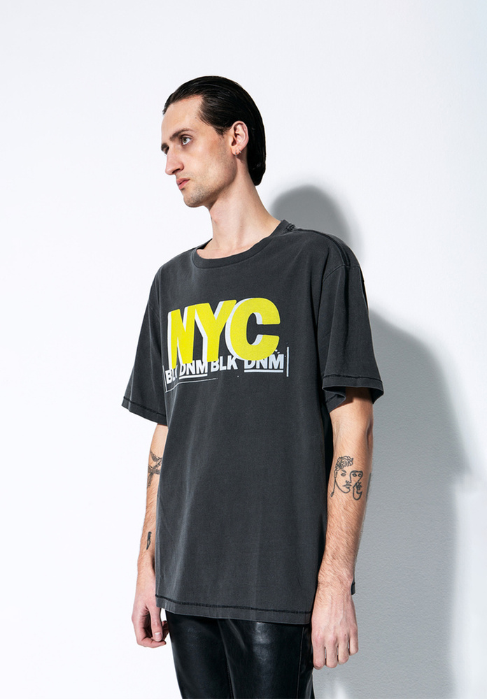BLK DNM T-SHIRT 20  - WASHED BLACK YELLOW NYC PRINT